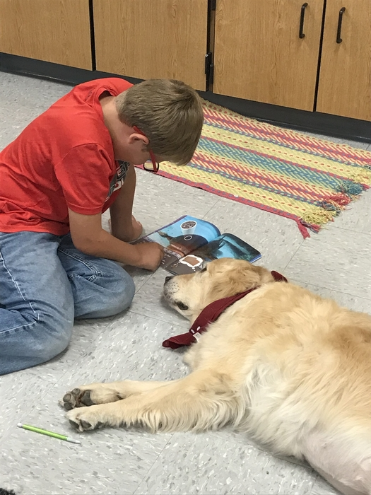 Student reading to Shelby