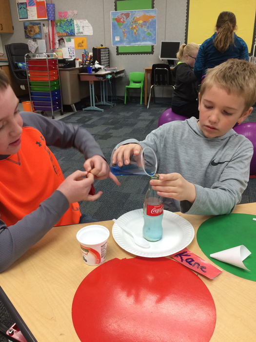 Can we make a gas by adding vinegar to baking soda?